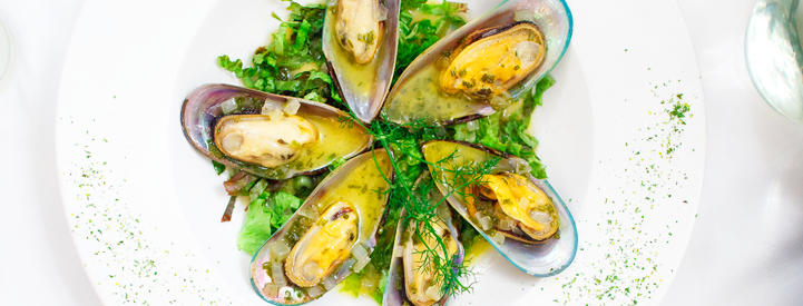 Mussels in green sauce